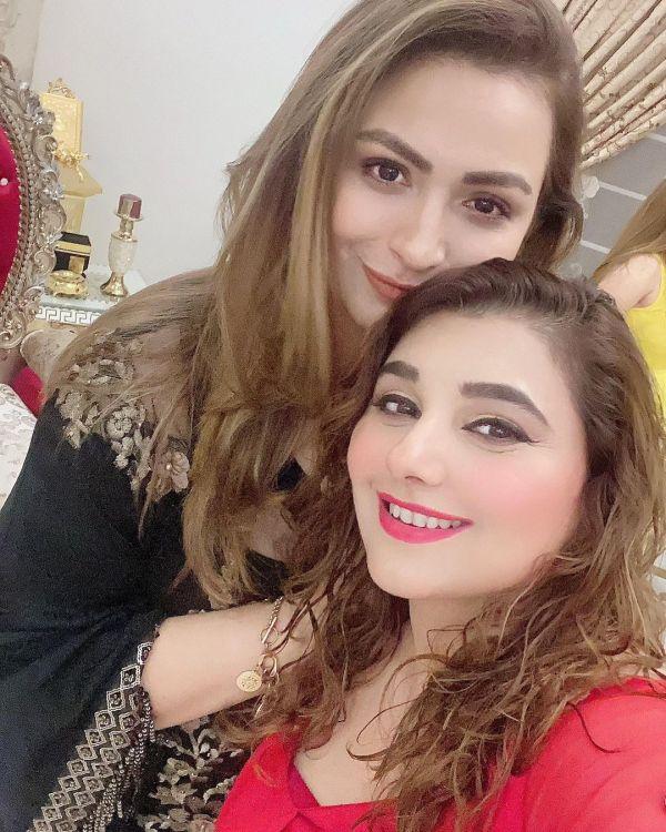 Javeria Saud Showing Her Beautiful Hot Red Tattoo