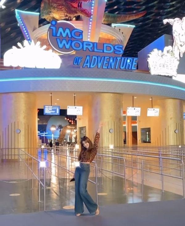 Saboor Aly And Kinza Hashmi Having Vacation In Dubai