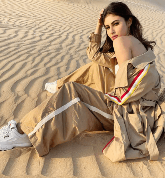 Mouni Roy Sets Fans Heart Aflutter With Her Dreamy Post