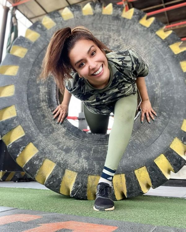 Pakistani Actress Maira Khan Enjoying Her Time In The Gym