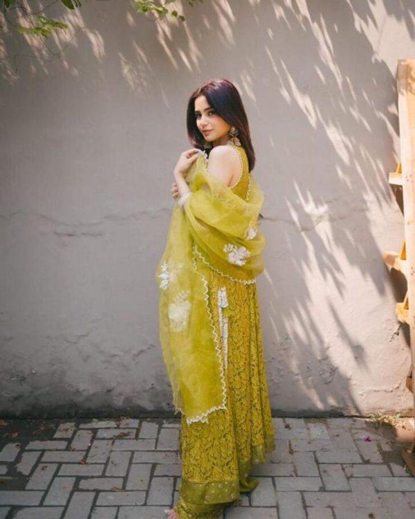 Aima Baig Steals The Spotlight In Sleeveless Green Dress