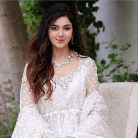 Syeda Tuba Amir  breathtaking clicks in White Outfit