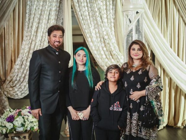 Javeria Saud Daughter under Criticism after Dyeing Colorful Hair