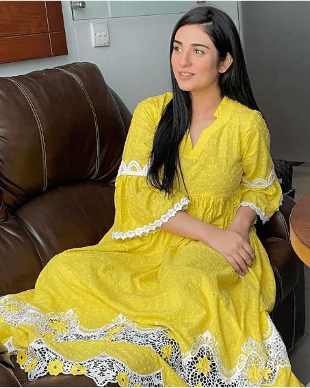 Mommy To Be Sarah Khan Glows In Maternity Clothes