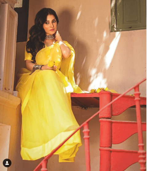 Ayeza Khan Pays Tribute to Sridevi In a Gorgeous Yellow Sari