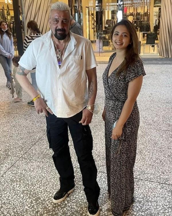 Komal Aziz Khan Startling Fan Moment With Sanjay Dutt