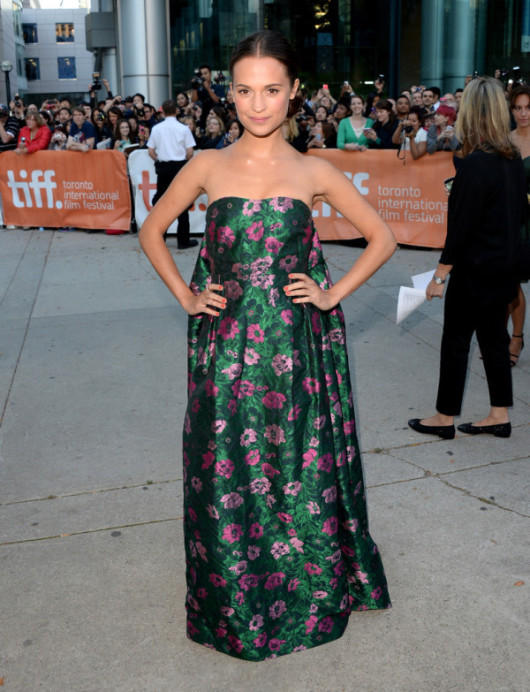 Alicia-Vikander-in-Erdem-2013-Toronto-International-Film-Festival-The-Fifth-Estate-Premiere-6-600x783
