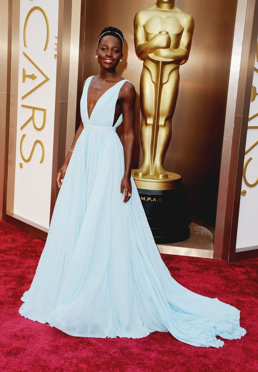 Lupita-Nyongo-2014-Oscars-blue-dress-headband
