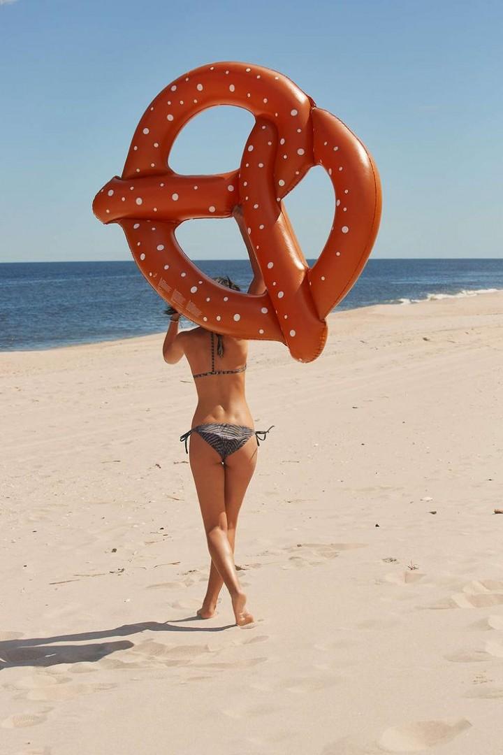 best-inflatable-pool-floats-pretzel