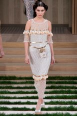 chanel-haute-couture-spring-2016-bella-hadid