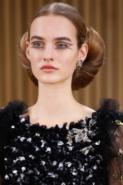 chanel-haute-couture-spring-2016-earring