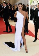 Met-Gala-2016-Worst-Dressed-Emily-Ratajkowski