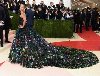 Met-Gala-2016-Zoe-Saldana-Dolce-Gabbana-Dress-Peacock