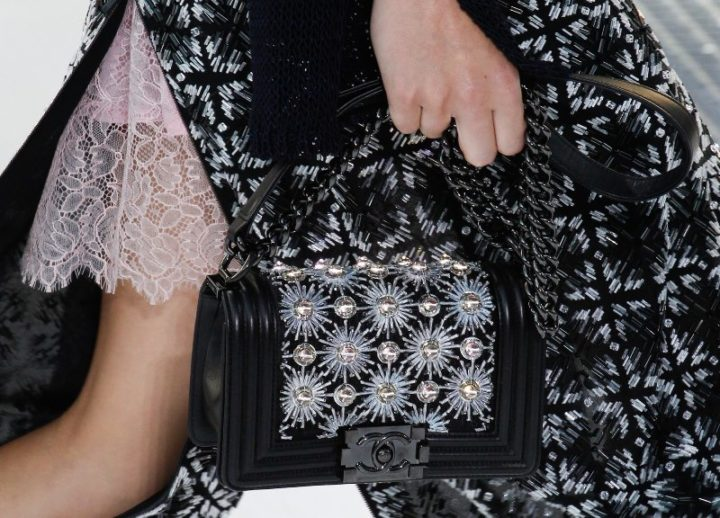 chanel-spring-2017-rtw-collection-boy-bag3