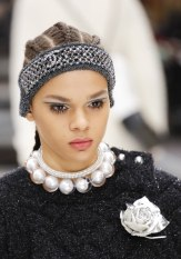 chanel-fall-2017-bags-accessories-brooch-necklace2