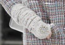 chanel-fall-2017-bags-accessories-brooch