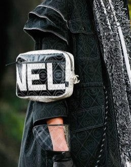 Chanel-Spring-Summer-2018-Collection-arm-bag