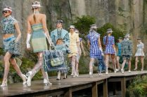 Chanel-Spring-Summer-2018-Collection-waterfalls-3