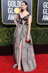 Golden-Globes-Anne-Hathaway-2019-elie-saab