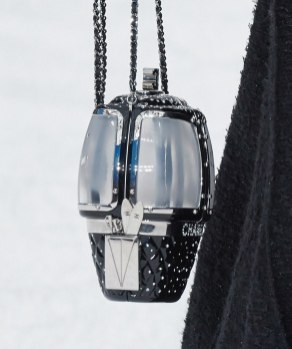 chanel-in-the-snow-fall-2019-collection-ski-lift-minaudiere