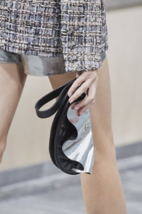 chanel-spring-summer-2020_ruffle-clutch2