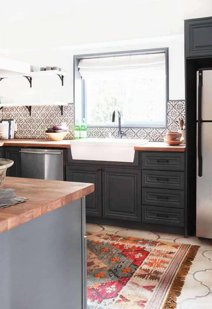 California-Country_Kitchen_Emily-Henderson_blue-wood-concrete-tile-open-shelving-causal_5