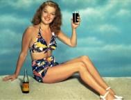 Üdítő reklámozása 1942-ben / Advertising soft drinks in bikini in 1942
