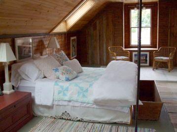 g upstairs bedroom
