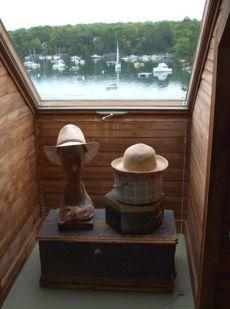 h hats in window