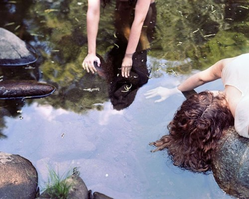 Anastasia-Caabon-girls-at-pond
