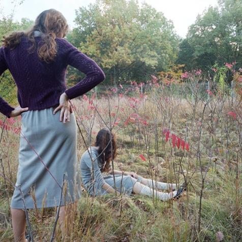 Anastasia-Caabon-girls-in-field