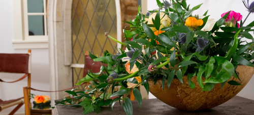 floral-arrangement-in-wood-bowl