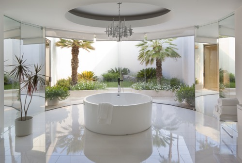 Palm Springs Modernist Paradise Round Tub