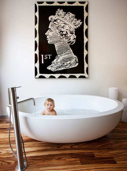 The Novogratz Design Fix Book Round Bathtub