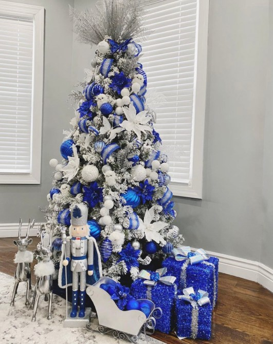 STYLECASTER | Christmas Tree Inspo
