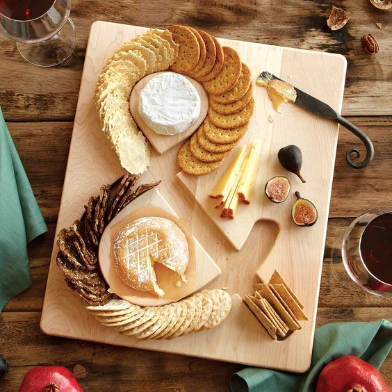 cheese and crackers board - uncommongoods