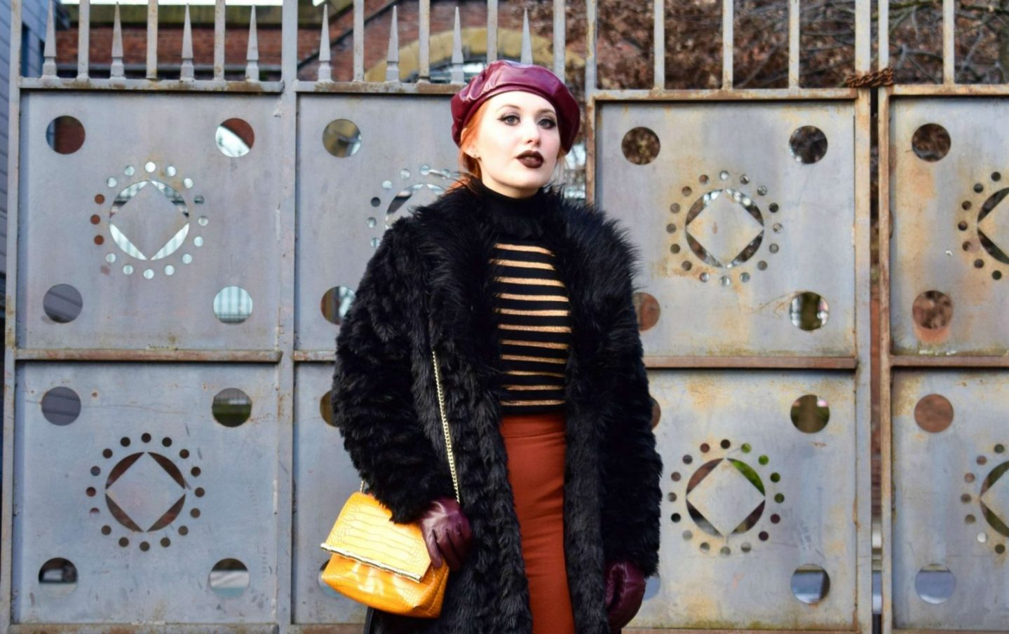 How to pose for outfit photos like a blogger