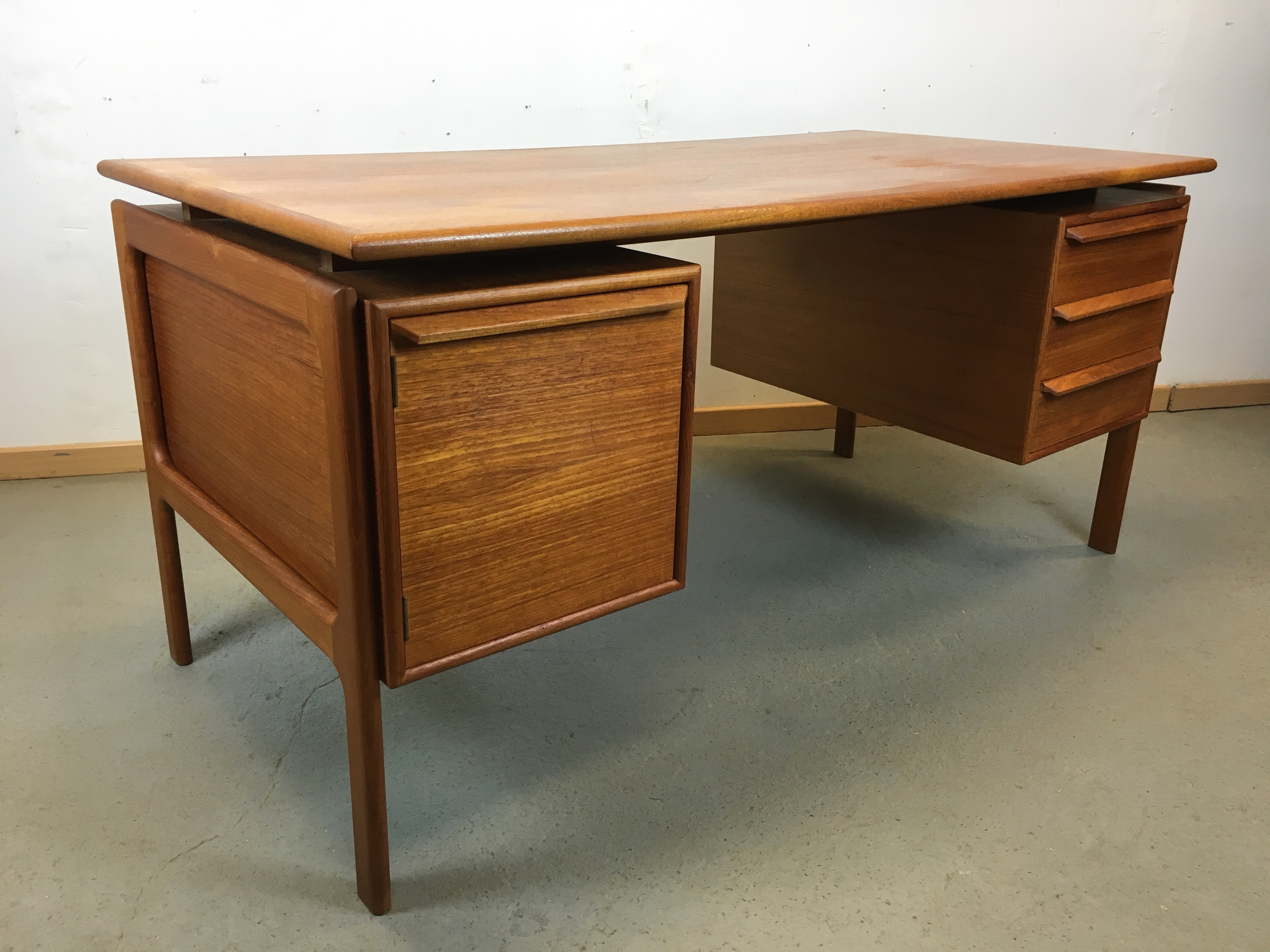 bureau scandinave annee 70 desk danish peter lovig