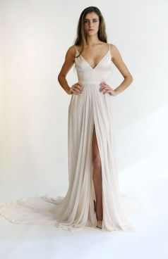 40 Beautiful wedding dresses for 40 year old brides ideas 8