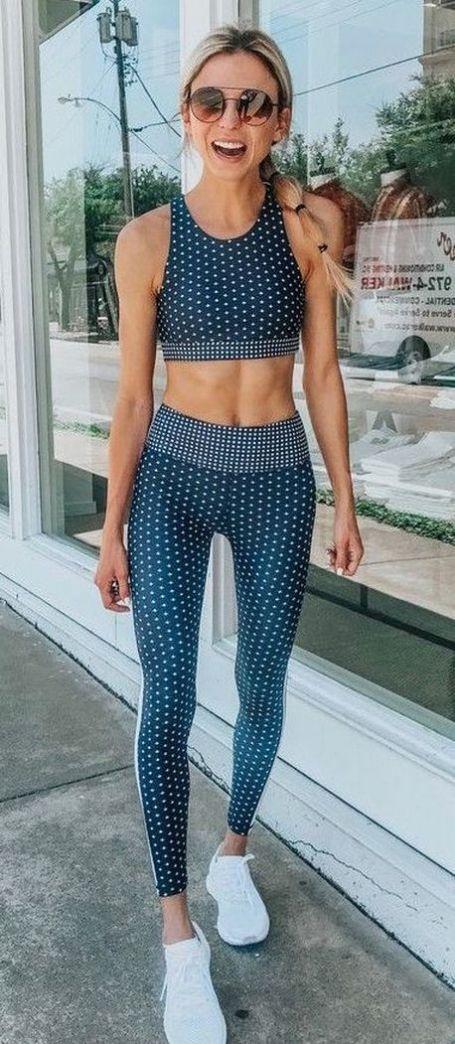 Beautiful yoga pants outfit ideas 16