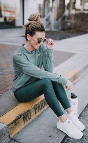 Beautiful yoga pants outfit ideas 2