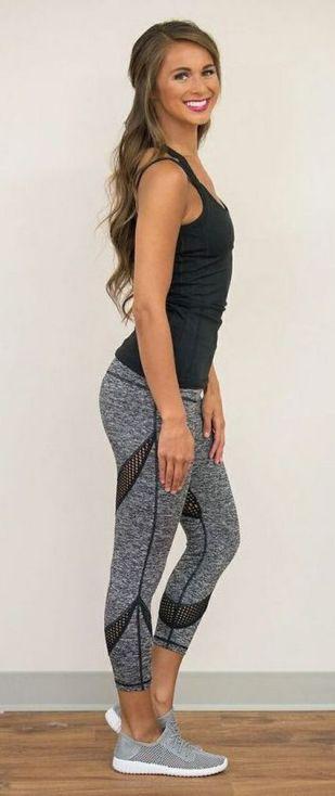 Beautiful yoga pants outfit ideas 24
