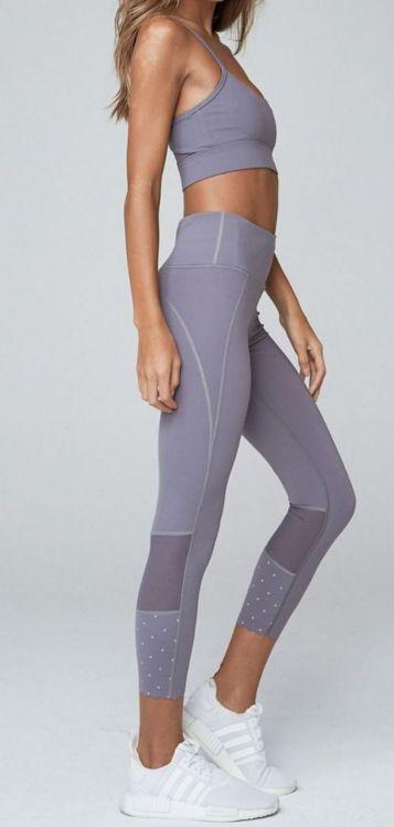 Beautiful yoga pants outfit ideas 3