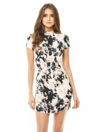 30 Women Print Dresses with sleeves Ideas 18