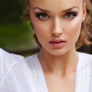 Soft and Romantic wedding makeup looks for fair skin 17