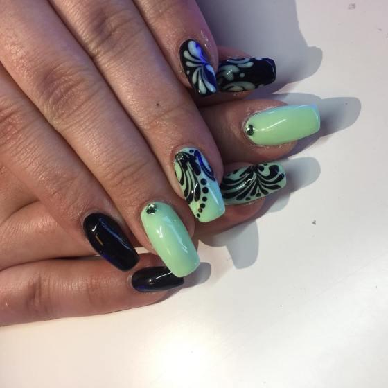 40 Chic Green Nail Art Ideas 35