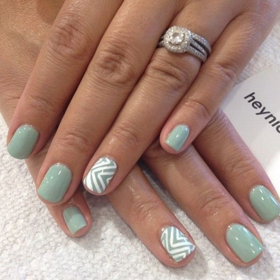 40 Chic Green Nail Art Ideas 5
