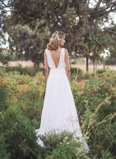 40 Deep V Open Back Wedding Dresses Ideas 2
