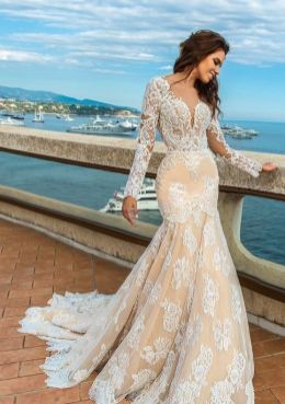 40 Fit and Flare With Long Train Wedding Dresses Ideas 17