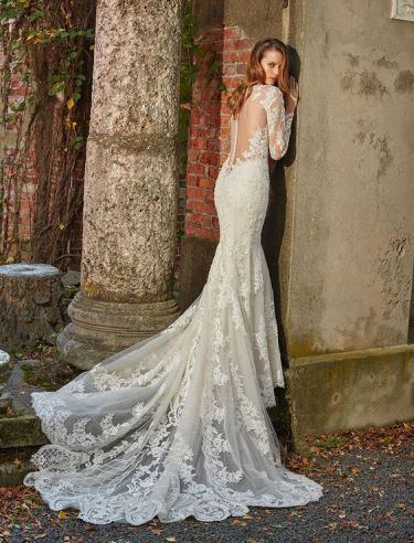 40 Fit and Flare With Long Train Wedding Dresses Ideas 33